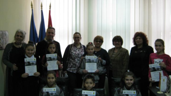 Седум ученици наградени на меѓународната ликовна изложба во Скопје